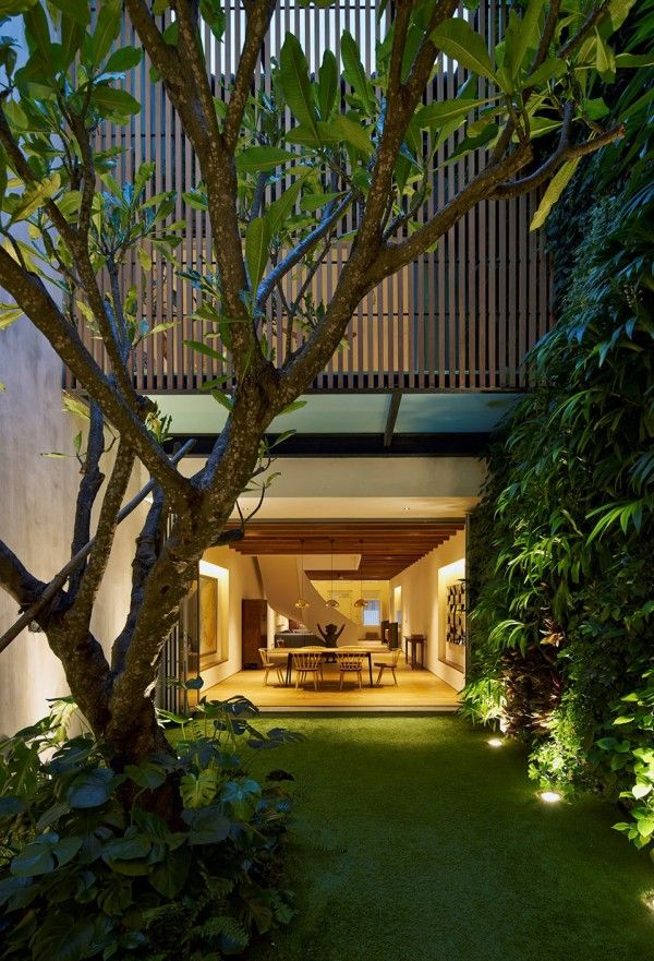 Stunning courtyard house in Singapore: 17BR-House by Ong&Ong Architects 14