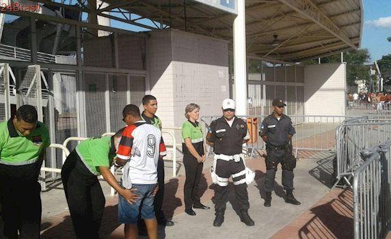 No Carioca: Briga, tiros e pedido de adiamento agitam pré-jogo de Fla x Bota