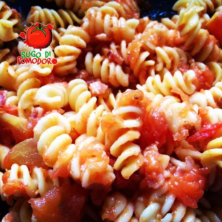 Pasta, tomates frescos y queso... ¡Combinación perfecta! #Cocina #SugoDiPomodoro #Nutrición #Recetas #FoodPorn #ClasesDeCocina #Gastronomía  #Tasty #CocinaParaPerezosos #QueHacerEnMedellin