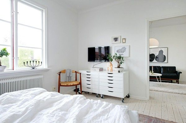 emmas designblogg - design and style from a scandinavian perspective: Beds Rooms, Apartment Interiors, Decor Bedrooms, Bedrooms Design, White Rooms, White Bedrooms, Bedrooms Decor, Bedrooms Ideas, Alex O'Loughlin