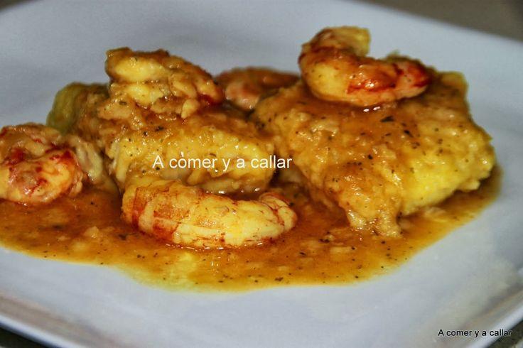 Esta merluza en salsa es un plato de los que antes se llamaban de domingo, aunque pienses que la merluza es un pescado insípido, c...