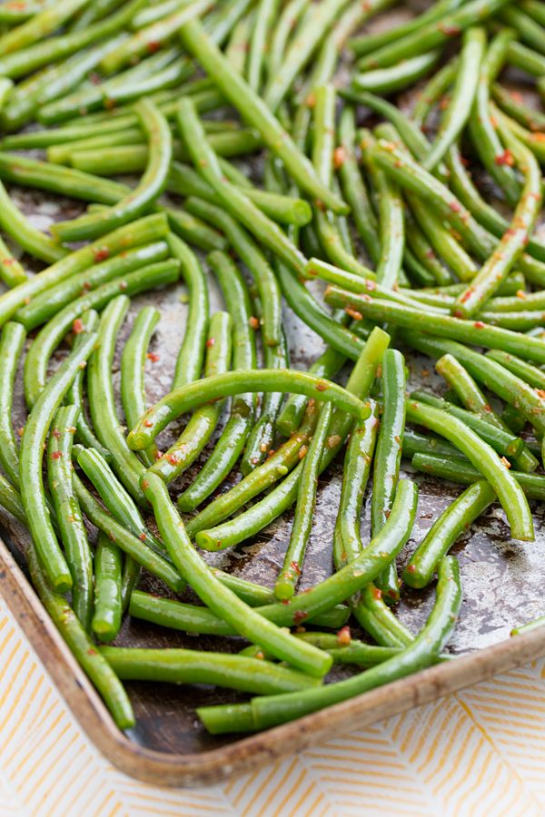 chili garlic green beans from @Oh My Veggies - Easy green bean recipe, perfect amount of spice