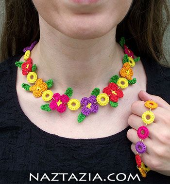Crochet flower necklace and bracelet.. Free Pattern Ravelry... Some other free patterns..