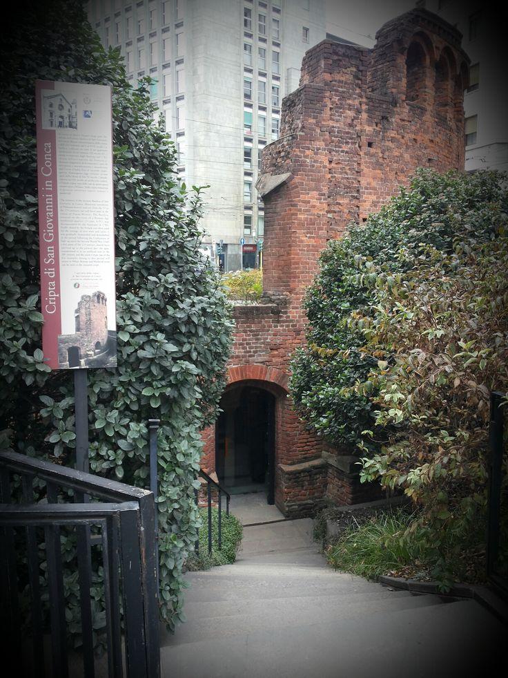 L'ingresso di San Giovanni in Conca, una delle tappe del nostro tour della città sotterranea, Missori, Milano.
