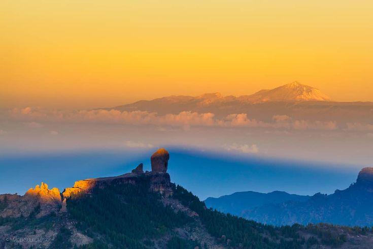 """557 Likes, 17 Comments - Maciek Sułkowski (@maciek_sulkowski) on Instagram: """"Taki strzal o wschodzie z widokiem na Teide i charakterystyczne Roque Nublo, piekne gory! #sunrise…"""""""