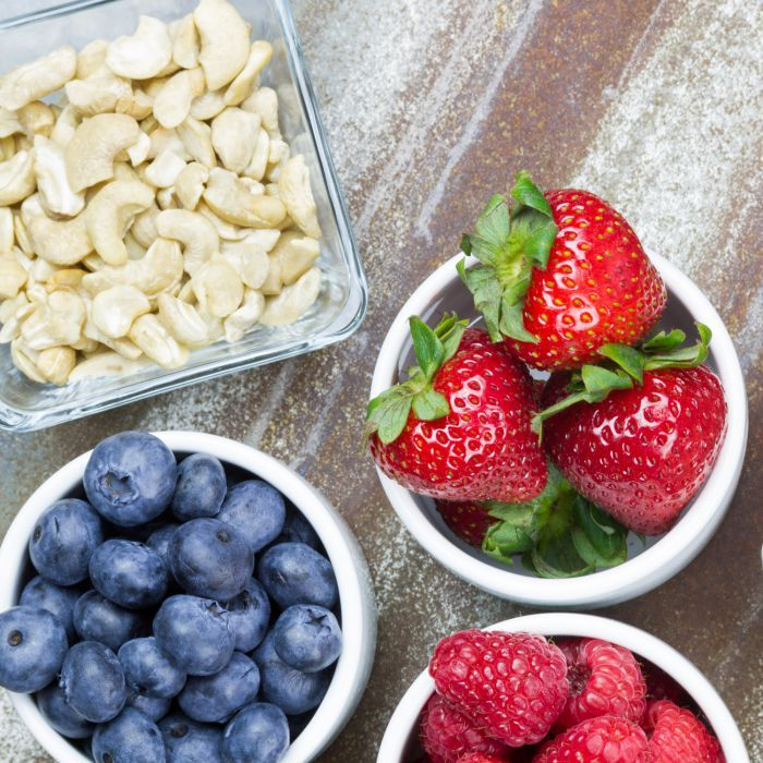 Zin in een lekker tussendoortje? Ga niet voor een snack uit de snoepautomaat, maar kies voor 1 van deze tussendoortjes die minder dan 100 calorieën bevatten.