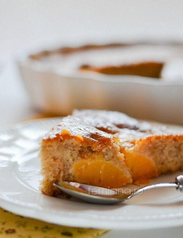 Ароматный пирог с консервированными персиками
