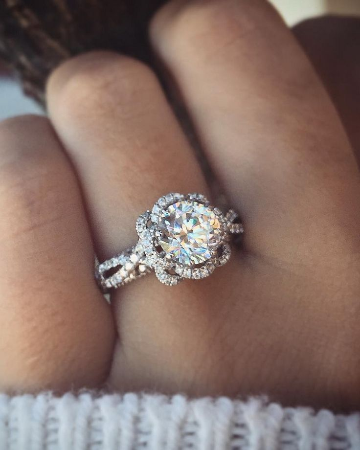 OHHHH MYYYYY YESSS! This is the ring that I'm dreaming and praying for    Verragio Round Cut Floral Design Engagement Ring