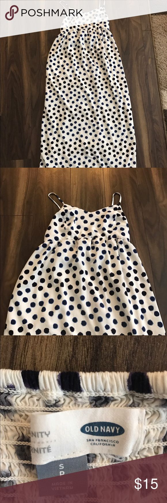 Maternity Old Navy Maxi Dress I'm 5'7 and this brushes the floor for me! Only worn Once! Old Navy Dresses Maxi