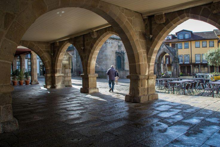 Un peu de Guimarães, un peu de Viana do Castelo - via Vio Vadrouille 21.05.2015   Ce weekend au Portugal, il a commencé par Guimarães, une jolie ville historique à l'est de Porto. Environ une heure les séparent. Comme je vous le disait dans un de mes précédants articles sur le Portugal, Guimarães a joué un rôle important dans la formation du pays. D'ailleurs, son centre historique est inscrit sur la liste du patrimoine mondial de l'UNESCO depuis 2001... Viana do Castelo, c'est une autre…