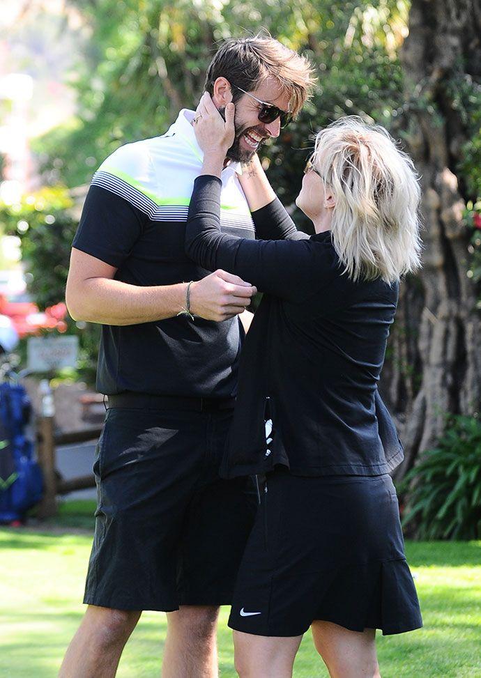 Дженни Гарт вышла замуж - http://russiatoday.eu/dzhenni-gart-vyshla-zamuzh/ Актриса в третий раз отправилась к алтарюЗвезда «Беверли-Хиллз, 90210» Дженни Гарт вышла замуж, с радостью рапортуют западные СМИ. Избранником 43-летней актрисы стал 34-летний коллега по цеху Дэйв Абрамс, о помолвк�