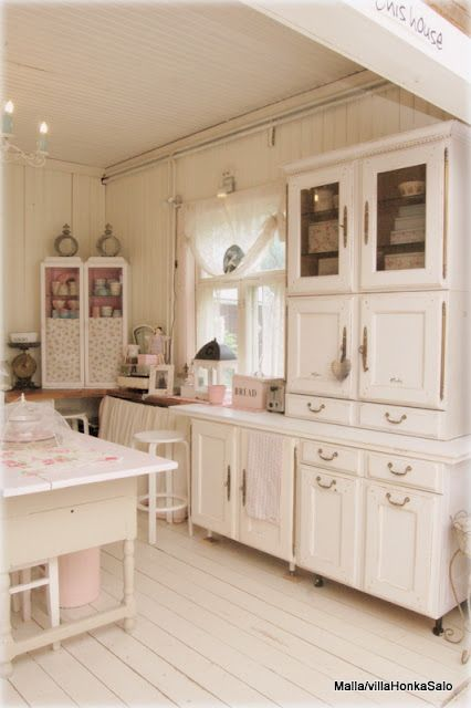 fantastic white cabinets and cupboards #kitchen #decor #cottage #vintage #pink