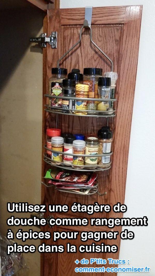 Utilisez une étagère de douche comme rangement pour épices