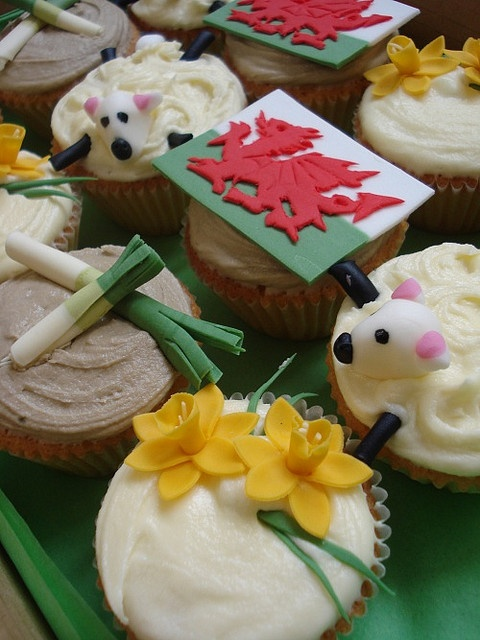 Love these Welsh themed cupcakes! Perfect for a hen weekend! #hen #wedding #food