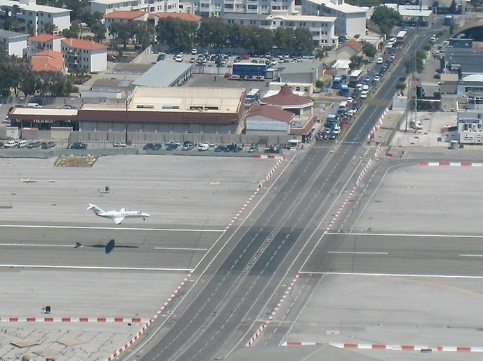 Фото Гибралтарский Аэропорт . Гибралтар, Испания