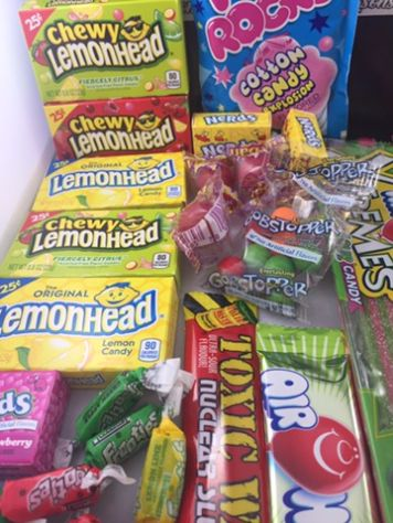 Our classic american sweet hamper is full of classic american sweets and american candy available in the UK. These are great for christmas gifts and full of fantastic american sweets including: Toxic Waste, Airheads, Laffy taffy, Lemonheads, Pop Rocks, Cotton Candy, Nerds, Charleston Chew, Wonka Gob Stopper.