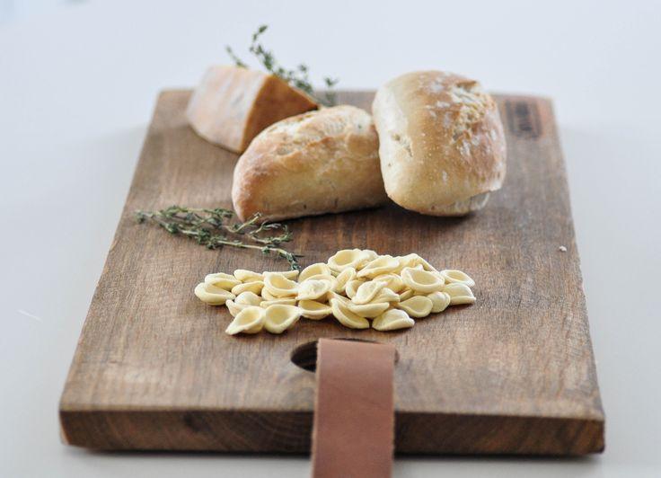 Stoere broodplanken #smaakmaker #trend #hebbeding #wannahave #authentic #original #pure #wood #kitchen #home #seasonings