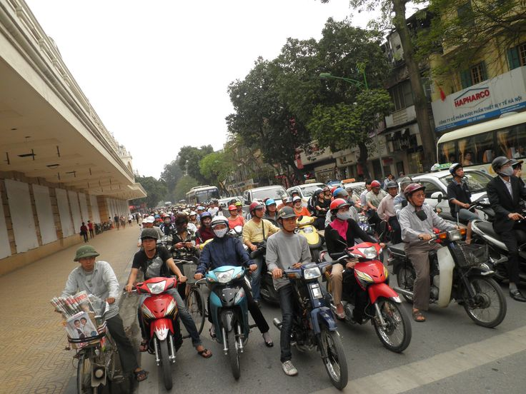 Watch the endless traffic in Hanoi, Vietnam (picture: Christoffer Volf)