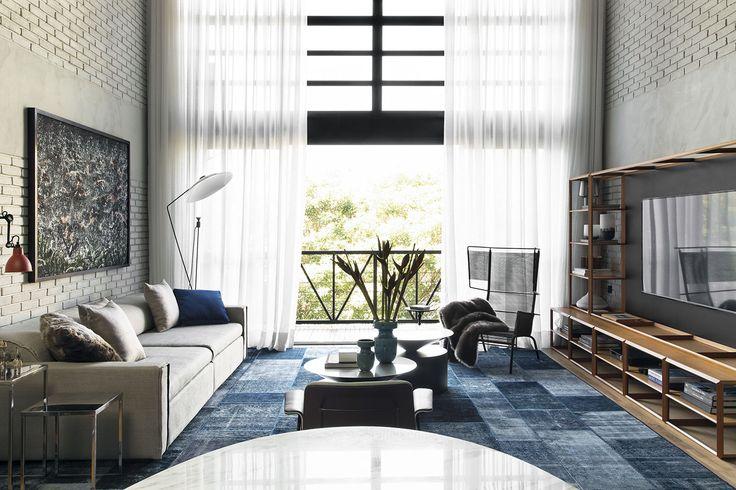 Loftový byt v brazilském São Paulu byl navržen na míru úspěšnému muži, použité barvy, materiály i industriální prvky jsou pro pánský styl charakteristické - ProŽeny.cz