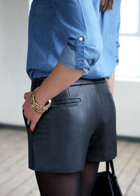 Short en cuir et chemise