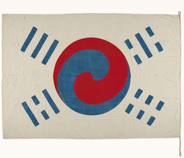 太極旗. The first Korean flag to be brought to the United States, circa 1890 (National Museum of Korea)