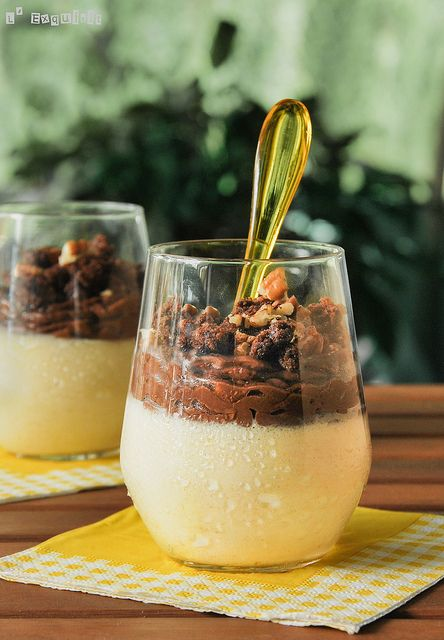 Mousse de mango con crema de chocolate y crumble de nueces | Flickr: Intercambio de fotos
