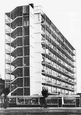 modernisme, 1915-1960  het heeft niet echt vaste kenmerken, het wordt veel gebruikt in combinatie met andere stijlen