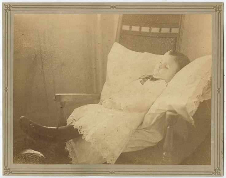 POSTMORTEM IMAGE OF YOUNG CHILD 8X10 VINTAGE PHOTO  | eBay