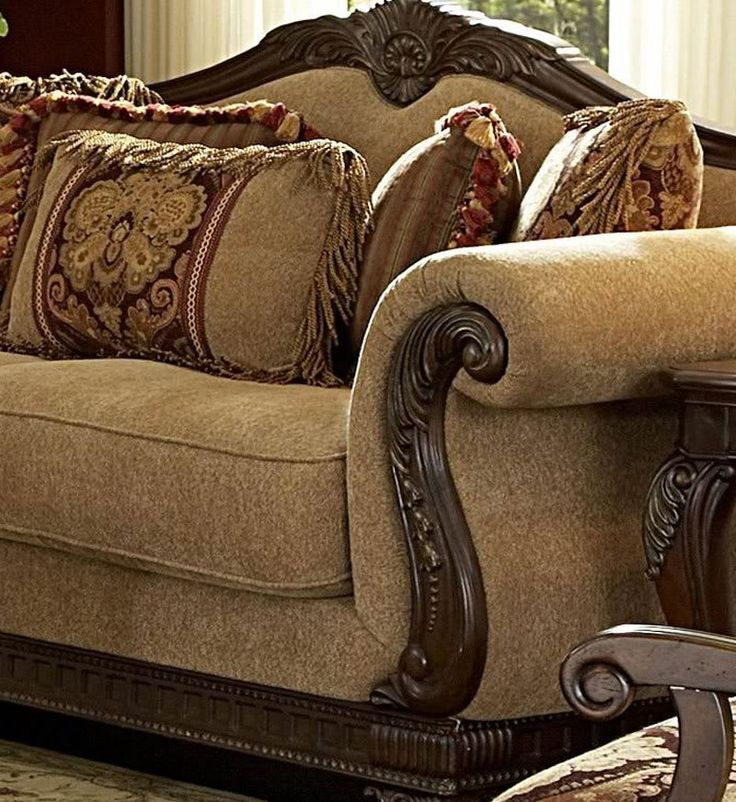 Traditional Living Rooms Furniture Fabric: Traditional Living Room Fabric And Wood Trim Curved Sofa