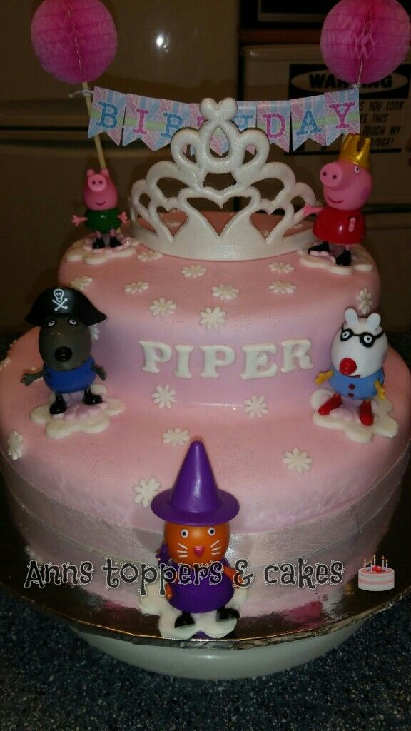 Peppa pig fancy dress party cake