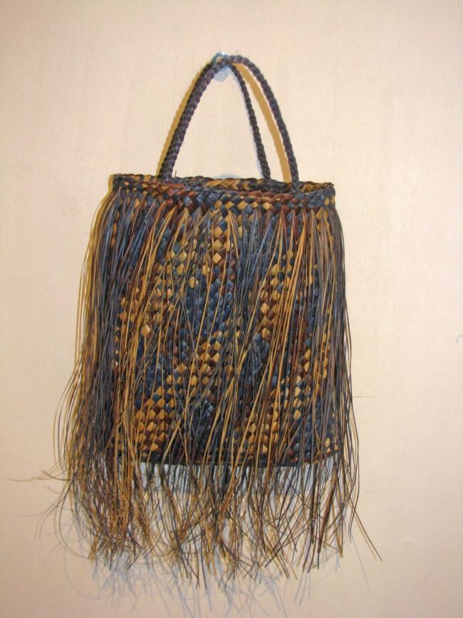 harakeke kete // inspiration #weaving #kiwiness