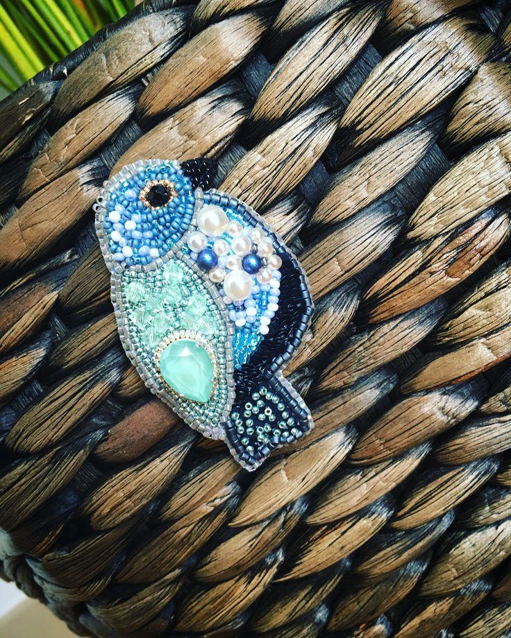 Broche oiseau bleu avec Swarovski Crystal et MIYUKI rocailles