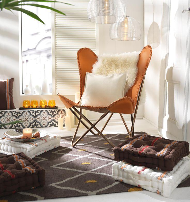 Der Butterfly Sessel ist ein absoluter Klassiker und wird mit der Zeit immer schöner. Das robuste Leder passt perfekt in Wohnräume, funktioniert aber auch im Sommer als Gartenmöbel. Bequemlichkeit garantiert - die großzügige Sitzfläche lädt zum Entspannen, Lesen oder Quatschen ein. Ein Möbel mit zeitlosem Design!