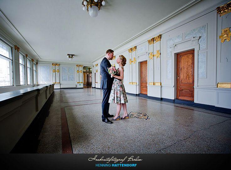 Hochzeitsfotograf Berlin Fotoshooting im Standesamt Pankow