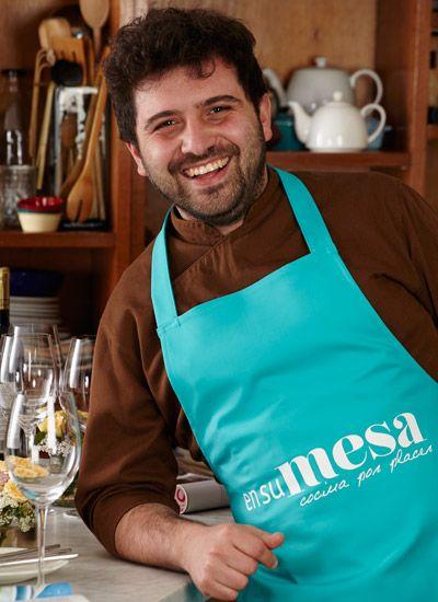 Sebastián Sánchez. Pastelero del Gato Dumas de Buenos Aires, Sebastián tiene una trayectoria impresionante a su corta edad. Tras graduarse en su natal Argentina se convirtió en profesor de pastelería francesa y chocolatería profesional, además de trabajar como pastelero y asesor de varios restaurantes y cadenas hoteleras en Buenos Aires.