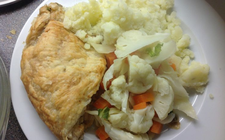 Bacon & Sweetcorn Pie, mash and peas, 32p a serving