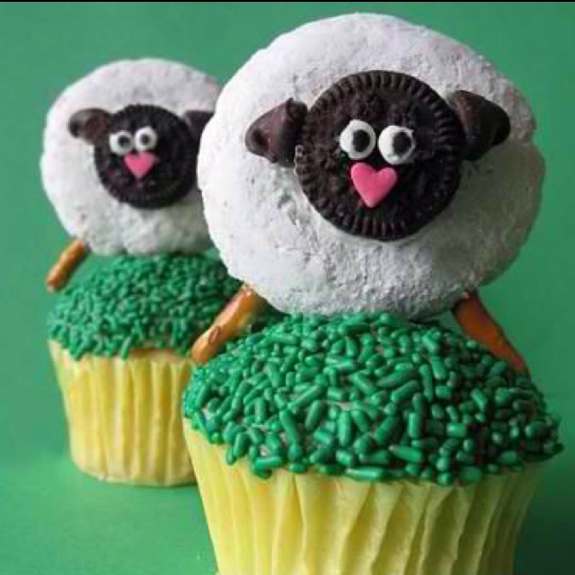 Sheep cupcakes for Easter!! The body is a powdered donut and the head is an Oreo!