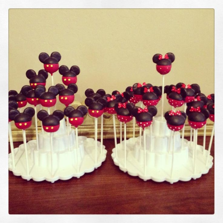 Mickey Cake Pops SOMEONE HELP ME MAKE THESE!!!