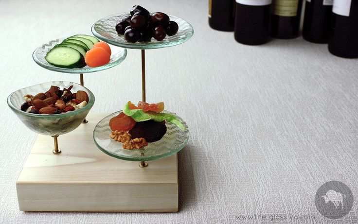 #Bar #Snacks #Presentation Trendy way to present bar snacks! Stand with elevated glass plates on square wooden base designed by www.the-glass-co.com Code: F1-08-57-CV584 Ask us at info@myglassstudio.com