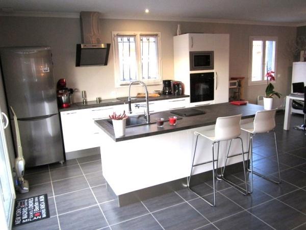 best 25 cuisine blanc laqu ideas only on pinterest. Black Bedroom Furniture Sets. Home Design Ideas