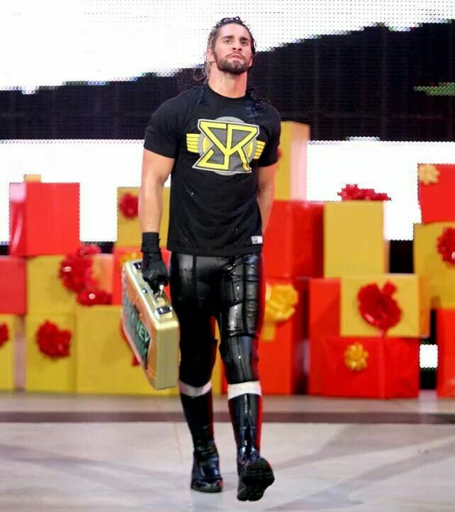 Seth Rollins in his new shirt how cool