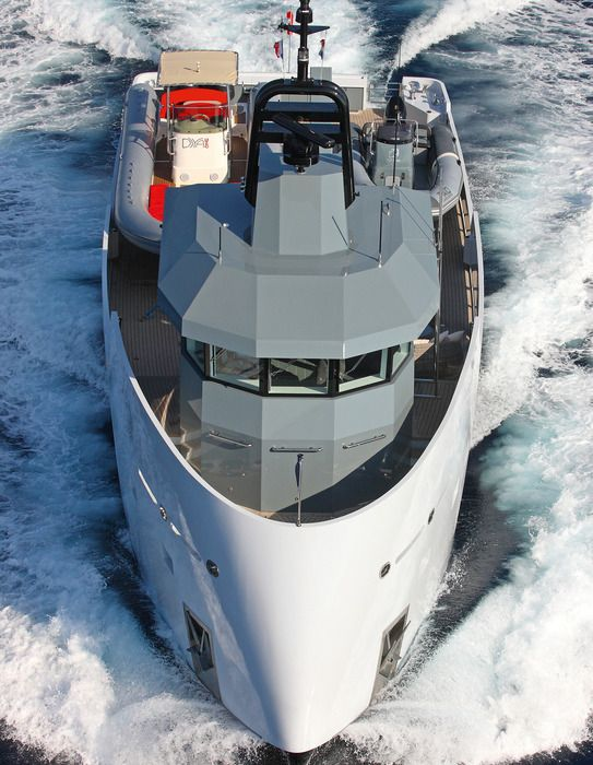 Lynx Yachts YXT support vessel