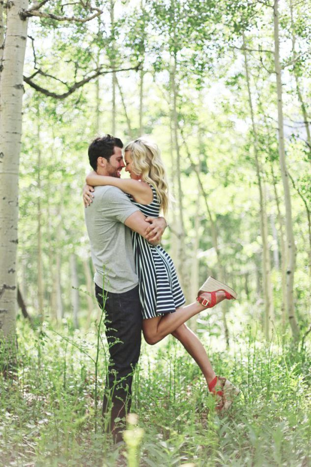 Love her dress -- more ideas on what to wear for an engagement shoot on Born to be a bride blog