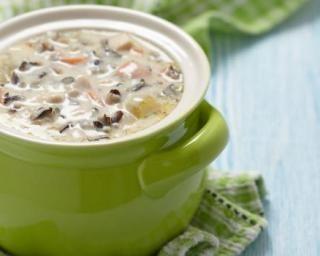 Soupe de pommes de terre au poulet et légumes : http://www.fourchette-et-bikini.fr/recettes/recettes-minceur/soupe-de-pommes-de-terre-au-poulet-et-legumes.html