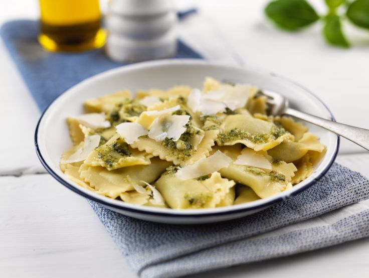Gluten free ricotta and spinach ravioli, pesto and grated parmesan. Va bene! Try our gluten free recipe:  Ingredients:  1.250 g Ravioli con ricotta e spinaci 2.1 clove of garlic  3.25 g (lightly toasted) pine kernels 4.50 g basil leaves  5.25 g Parmesan cheese, grated  6.½ lemon juice  7.125 ml extra virgin olive oil  8.salt and pepper, to taste