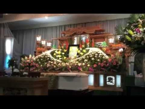 葬儀や告別式でのマナーを紹介しているビデオです。  いつなにが起こるかわかりません。葬儀などのマナーは事前に行っておきましょう。