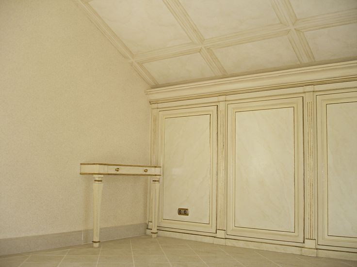 hand painted panels (imitation of marble), gilding, hand painted ceiling.