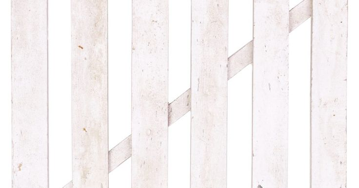 Cómo construir una cerca independiente de caña. Las cercas de caña son una buena forma de añadir una cerca simple y aún así darle algo de personalidad. Debido a la construcción de la caña, son muy buenas como cercas privadas o para colocar pequeñas mascotas y niños. Las cercas de caña vienen con caña completa o a la mitad. Debido a la forma en que está construida, la caña a la mitad es mejor ...
