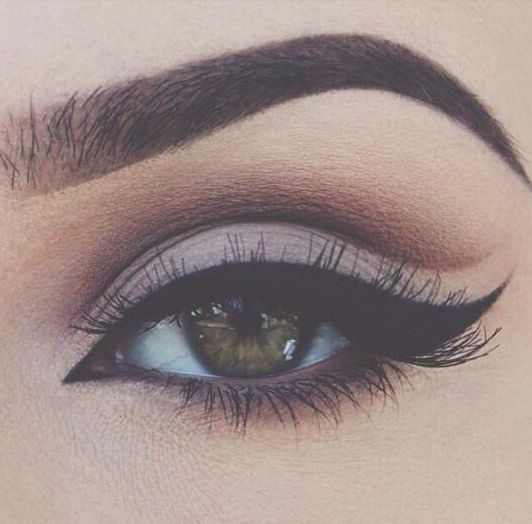 Soft winged cut crease.