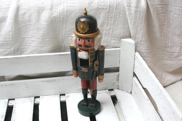 http://de.dawanda.com/product/71175571-Vintage-Nussknacker